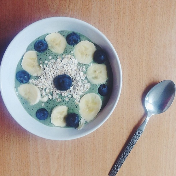 blueberrycoconut_smoothiebowl